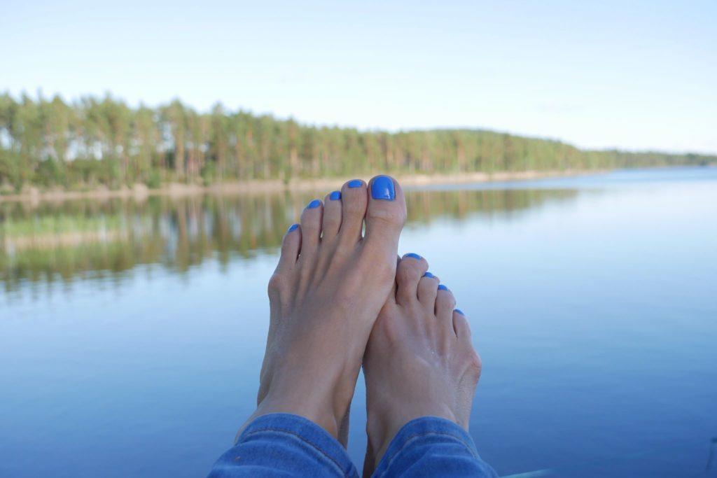 blått nagellack