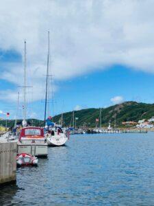 segelbåtar i hamnen